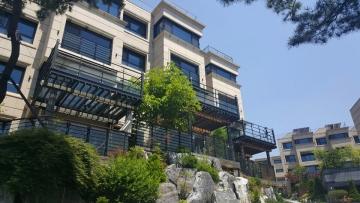 Villa in Seongbuk-dong, Korea